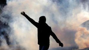 متظاهر في البحرين ضد قمع النظام الصورو بيكتشر ليسنس