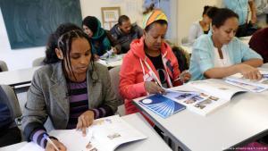 صورة تعبيرية: دورة في اللغة الألمانية للاجئين من إريتريا وسوريا والعراق في ألمانيا Sprachkurs für Flüchtlinge aus Syrien Eritrea Iran Irak Deutschkurs Deutsch lernen