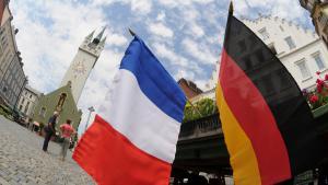 أعلام فرنسية ,المانية في ولاية بافاريا Foto: dpa/picture-alliance