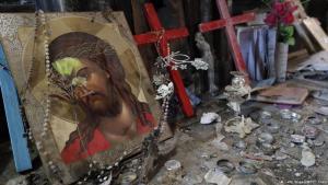 أيقونة مسيحية داخل كنيسة مدمَّرة في منطقة قرقوش العراقية.  (photo: THOMAS COEX/AFP/Getty Images)