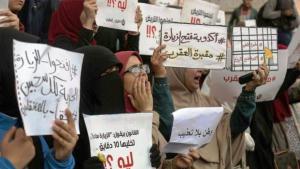 أهالي المعتقلين أمام سجن العقرب احتجاجا على منع الزيارات  twitter