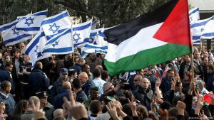 ;  نشطاء سلام من فلسطين وإسرائيل يتظاهرون من أجل تحقيق السلام Foto: picture-alliance/dpa