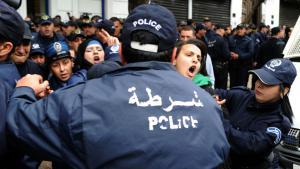 الاحتجاجات على غلاء المعيشة وإجراءات التقشف في الجزائر. Foto: FAROUK BATICHE/AFP/Getty Images