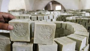 قِطَع من صابون الغار الحلبي في أحد مصانع مدينة حلب  القديمة. Foto: Reuters