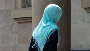 مسلمة مرتدية الحجاب في فرنسا. Foto: dpa