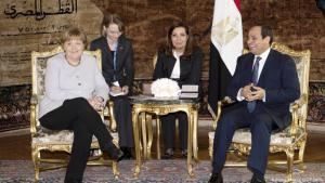 ميركل خلال زيارتها الاخيرة لمصر مع الرئيس المصري السيسي