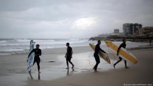 """لقطة من فيلم """"نادي ركوب الأمواج""""، الصورة: picture-alliance/dpa"""