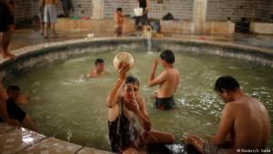 لا يزال الغضب مشتعلاً على (داعش)، وكل الأهالي أمل بتحرير بلدهم العراق كاملا ليعم السلام، ويعود السياح من مختلف أنحاء العالم لزيارة حمام العليل. إعداد: مارتين مونو/ ريم ضوا / دويتشه فيله 2017