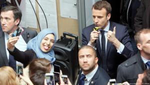 خطاب ماكرون في مارسيليا خلال الحملة الانتخابية 2017 وسط هتافات الحاضرين ومن بينهم أبناء الجالية العربية والمسلمة.