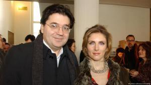 """الكاتب دي ونتر وزوجته الكاتبة جيسيكا دورلاخر. هما أيضاً من الشخصيات الحقيقية الواردة في رواية """"قلب طيّب""""."""