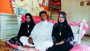 تعدد الزوجات حلال ومشروع وقانوني، وهو بالتأكيد من الحلال الممكن شرط المقدرة واليسر، لكنه قد يكون من أبغض الحلال كالطلاق. العرب هم حَمَلة مظلة تعدد الزوجات شرعا وعرفا، أما باقي المسلمين فينأون بأنفسهم عن هذا الحلال.