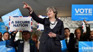 تيريزا ماي في حملتها للانتخابات العامة البريطانية 8 يونيو/ حزيران 2017. (photo: Reuters/B. Stansall)