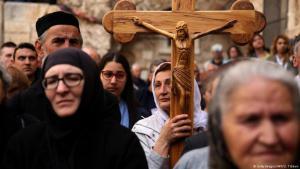 بحسب إحصاءات لدى كنائس بيت لحم، فان 85% من مسيحيي بيت لحم المهاجرين قد باعوا أملاكهم بالكامل، وأن جلهم هاجروا إلى أمبركا الوسطى أو اللاتينية، في حين تفضل أعداد قليلة منهم الاستقرار في الدول الأوروبية
