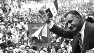 جمال عبد الناصر حسين (15 يناير 1918 – 28 سبتمبر 1970). هو ثاني رؤساء مصر. تولى السلطة من سنة 1956 إلى وفاته. وهو أحد قادة ثورة 23 يوليو 1952، التي أطاحت بالملك فاروق (آخر حاكم من أسرة محمد علي)، والذي شغل منصب نائب رئيس الوزراء في حكومتها الجديدة. وصل جمال عبد الناصر إلى الحكم وبعد ذلك وضع الرئيس محمد نجيب تحت الإقامة الجبرية، وذلك بعد تنامي الخلافات بين نجيب وبين مجلس قيادة الثورة،[3] قام عبد الناصر بعد الثورة بالاستقالة من منصبه بالجيش تولى رئاسة الوزراء ثم رئاسة الجمهورية باستفتاء شعبي يوم 24 (توضيح) يونيو 1956.