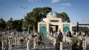 """مقبرة """"الشهداء"""" في إصفهان. (photo: Philipp Breu)"""