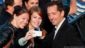 """غاد المالح يصفه المغاربة بأنه """"ابنهم الغالي""""، وهو من أبرز وجوه السينما والكوميديا في فرنسا. ورغم استقراره في المهجر، فقد ظل ارتباطه بوطنه المغرب وطيدا."""