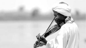 الموسيقار الصوفي السوداني العالمي عاصم الطيب قرشي. تصوير : زهير حسن https://www.facebook.com/asimgurashi/photos