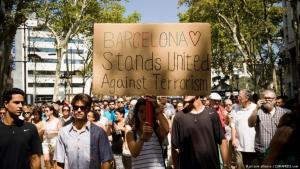 قوبل الهجوم الإرهابي الذي طال مدينة برشلونة والهجوم الثاني الذي استهدف مدينة كامبريلس الساحلية (آب/ أغسطس 2017)، بإدانات دولية واسعة وتفاعل من قبل سياسيين ورياضيين، أبرزها كانت من النجمين ميسي ورونالدو.