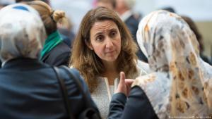 أيدان أوزوغوز (من الحزب الاشتراكي الألماني)، مفوض الحكومة الاتحادية للهجرة واللاجئين والاندماج. في الصورة وهي في مؤتمر الإسلام في ألمانيا لعام 2015. Foto: dpa/picture-alliance