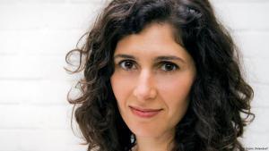الكاتبة الإيرانية نوا إبراهيمي. Foto: Kathrin Ohlendorf
