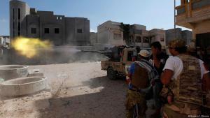 (photo: Reuters/I. Zitouny) هجمات بالمدفعية على موقع الدولة الغسلامية داعش فس مديتة سرت في ليبيا