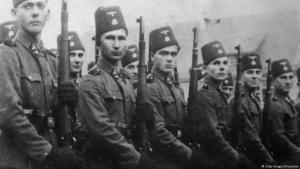 بوسنيون مسلمون  قاتلوا كمتطوعين لصالح الجيش الألماني خلال الحقبة النازية. Foto: Getty Images/Keystones