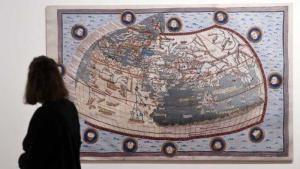 قدم متحف مارتين غروبيوس باو في برلين مخطوطات وكتباً من الألفية الفاصلة بين العامين: 500 وَ 1500، وتضم كتباً في الطب وعلم الفلك. Foto: dpa