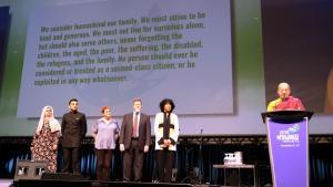إلقاء كلمات حول الأخلاق العالمية في برلمان أديان العالم لعام 2018 (الاجتماع السابع) في مدينة تورونتو الكندية.  Foto: Stefan Weidner
