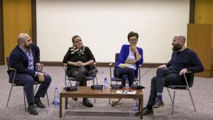 من اليمين: معن أبو طالب، ولينا عجيلات، ولينا عطا الله، وكرم نشّار، خلال الجلسة في شباط الماضي في بيروت.