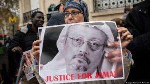مسيرة تضامنية مع الصحفي السعودي جمال خاشقجي عند السفارة السعودية في باريس.  Foto: Imago