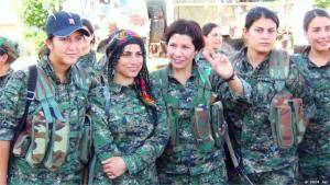 مقاتلات كرديات في مدينة منبج. الصورة دويتشه فيله