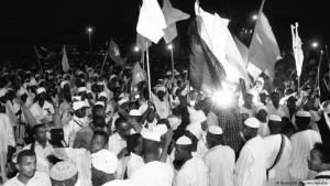 منظاهرون في السودان ضد حكم البشير. الصورة Reuters/ Mohamed Noureldin Abdallah
