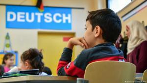 خلال العامين الماضيين تم تسجيل 320 ألف تلميذ جديد ذوي أصول مهاجرة في مدارس ألمانيا، ما يشكل عبئا على المعلمي