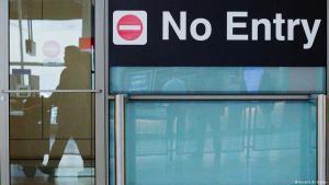 صورة رمزية معبرة عن حظر ترامب سفر شعوب مسلمة إلى أمريكا. (photo: Reuters/B. Snyder)