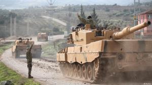 """""""عملية """"غصن الزيتون"""" العسكرية التركية - قافلة دبابات تركية على الحدود التركية السورية. Foto: Reuters"""