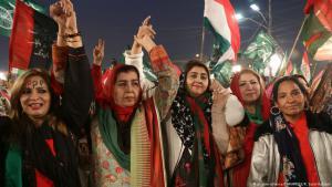 مناصِرات للمعارضة الباكستانية في مظاهرة احتجاجية 17 / 01 / 2018. (photo: picture-alliance/ZUMA PRESS/R. Sajid Hussain)
