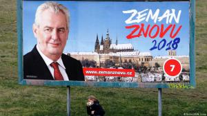 رئيس جمهورية التشيك ميلوش زيمان على ملصق دعائي