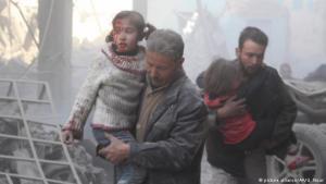 قتل البراءة: حصدت عمليات القصف على منطقة الغوطة الشرقية أرواح عشرات الأطفال السوريين خلال يومين. ما دفع اليونسيف لإصدار بيان بسطور فارغة لوصف معاناة أطفال الغوطة وشقائهم اليومي المستمر.