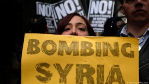 احتجاجات في نيويورك ضد الغارات الجوية الأمريكية في سوريا في 7 أبريل/نيسان 2017. Foto: Getty Images/AFP