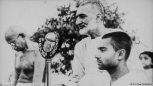 خان عبد الغفار خان بجانب المهاتما غاندي. Quelle: Creative Commons