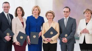 وزراء ووزيرات في الحكومة الألمانية الجديدة Foto: picture alliance/SvenSimon/E. Kremser