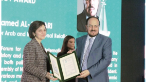 المفكر الأحمري يفوز بجائزة العالم الإسلامي في اسطنبول