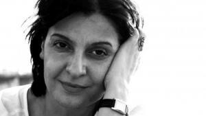 """إيمان حميدان، روائية لبنانية، درست علم الاجتماع في الجامعة الأميركية في بيروت. صدرت لها روايات عدة: """"باء مثل بيت مثل بيروت""""، و""""حيوات أخرى""""، و""""توت بري""""، و""""خمسون غراماً من الجنة"""" والتي فازت بجائزة كتارا للرواية العربية 2016. ترجمت أعمالها إلى الفرنسية والإنكليزية والألمانية والإيطالية."""