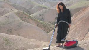 عرض فيديو فني للفنانة الفلسطينية رائدة سعادة من عام 2007. Foto: Sharjah Art Foundation Collection