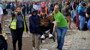 لاجئ من ذوي الحاجات الخاصة في طريق اللجوء إلى أوروبا.