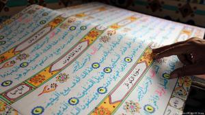 نسخة من القرآن مكتوبة بخط اليد في القاهرة - مصر.  Foto: Reuters