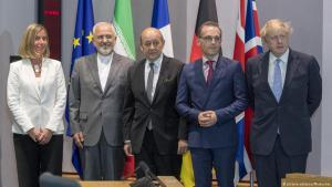 مفوضة السياسة الخارجية للاتحاد الأوروبي موغيريني مع وزراء خارجية كل من إيران وفرنسا وألمانيا وبريطانيا (من اليسار إلى اليمين).  Foto: picture-alliance/Photoshot