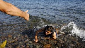 """شهر أيار/مايو 2015 شهد إعلان نهاية عمليات البحث التي استمرت لمدة 34 أسبوعاً وتم من خلالها إنقاذ حياة حوالي 7000 مهاجر، كما تم الإعلان في نفس اليوم عن غرق 10 مهاجرين على الأقل، فيما أفادت منظمة """"أنقذوا الطفولة"""" بعد يومين أن عدد الذين لقوا حتفهم يزيد عن 40 في ذلك اليوم."""