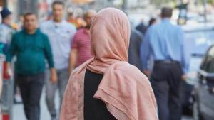 مسلمة في ألمانيا. Foto: Georg Wendt/dpa