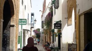 صورة صالحة كبطاقة ذكرى بريدية من مدينة تونس العتيقة التاريخية. Foto: Sarah Mersch